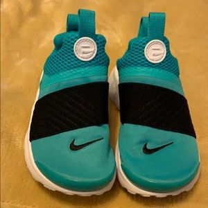 Girls Nike slide on  shoes